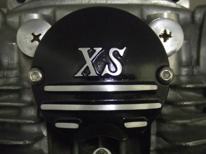 3 .. XS black