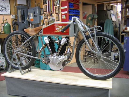 Boardtracker 5 .. 1919 Excelsior replica